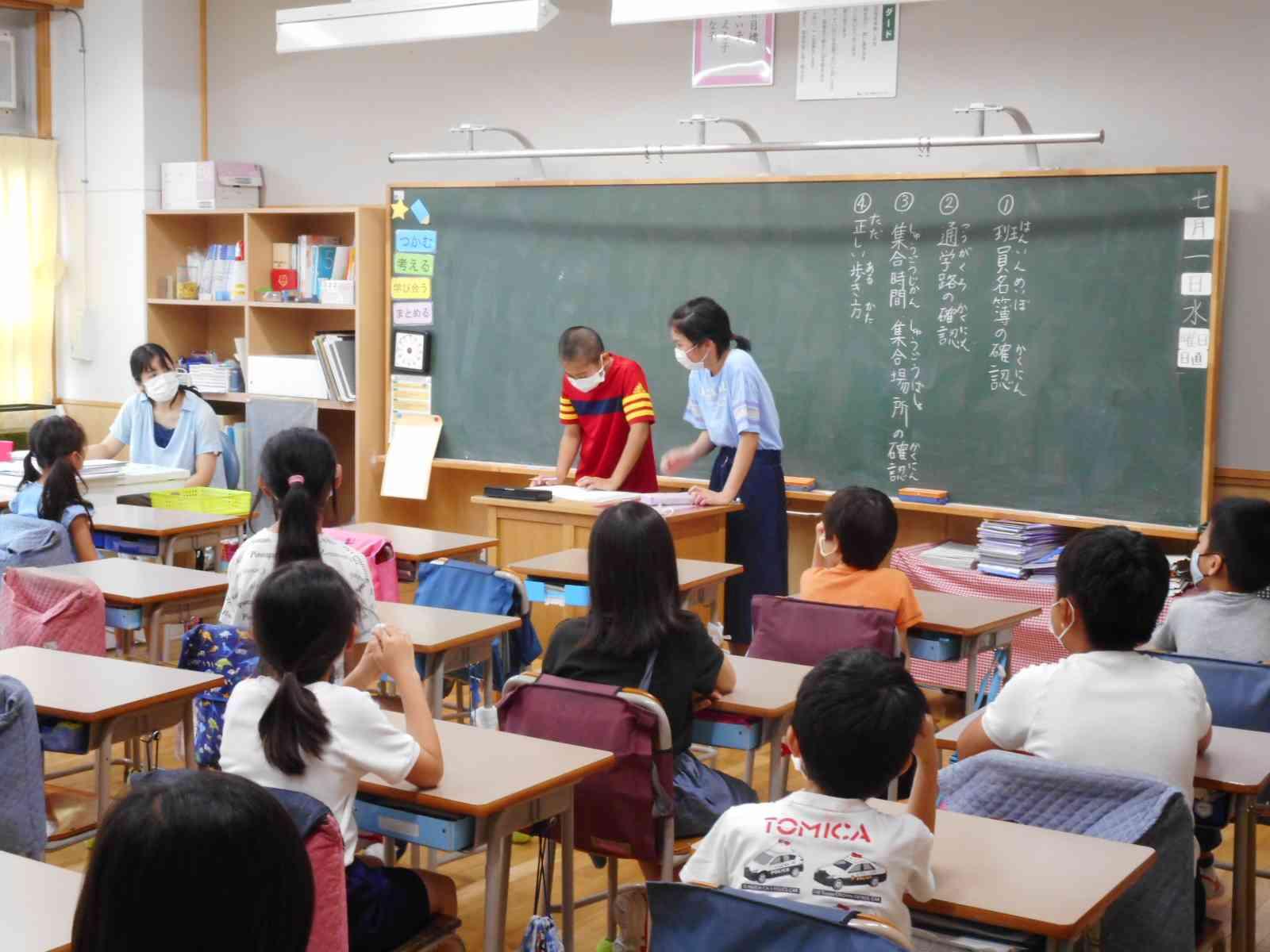 020701 登校班集会.JPG