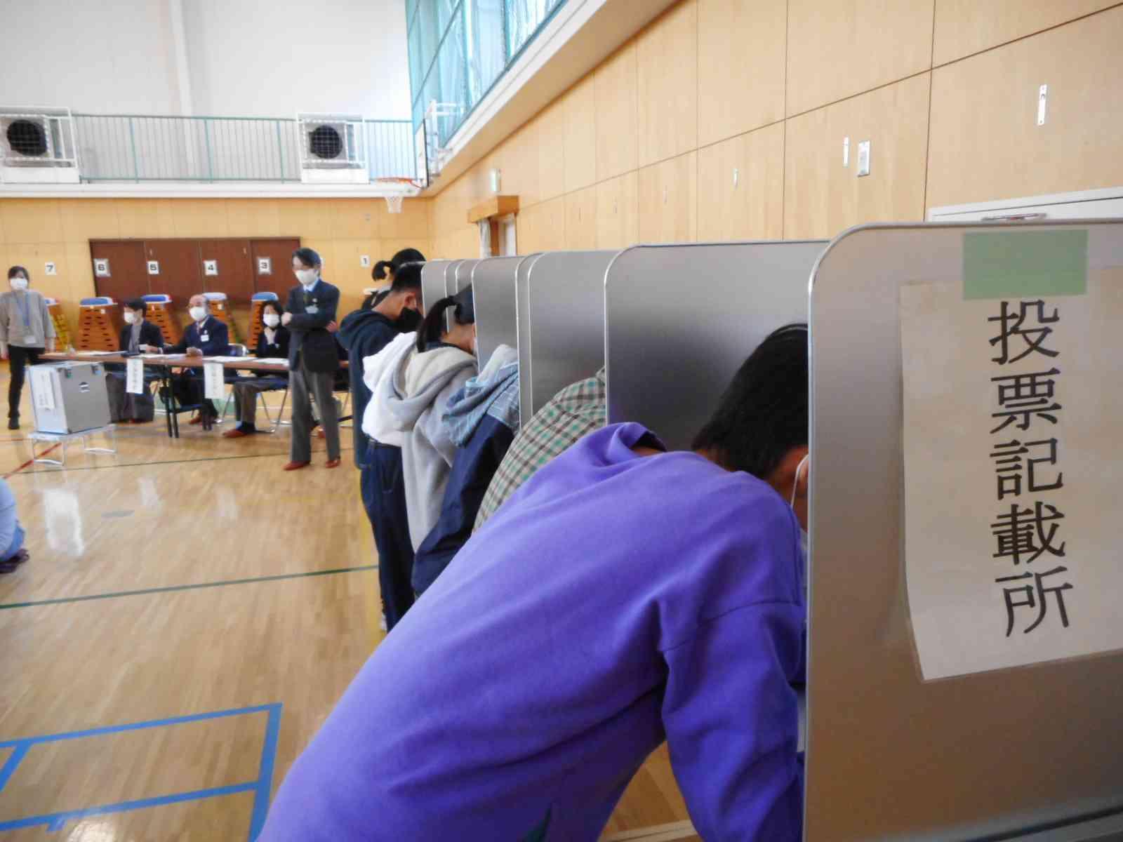 201217 6年模擬選挙①.JPG